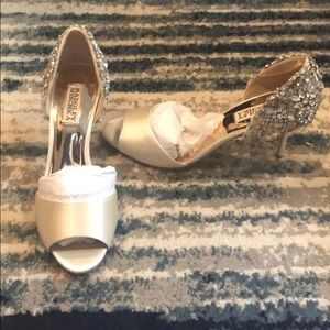 Ivory/champagne Bartley Mischa's pumps
